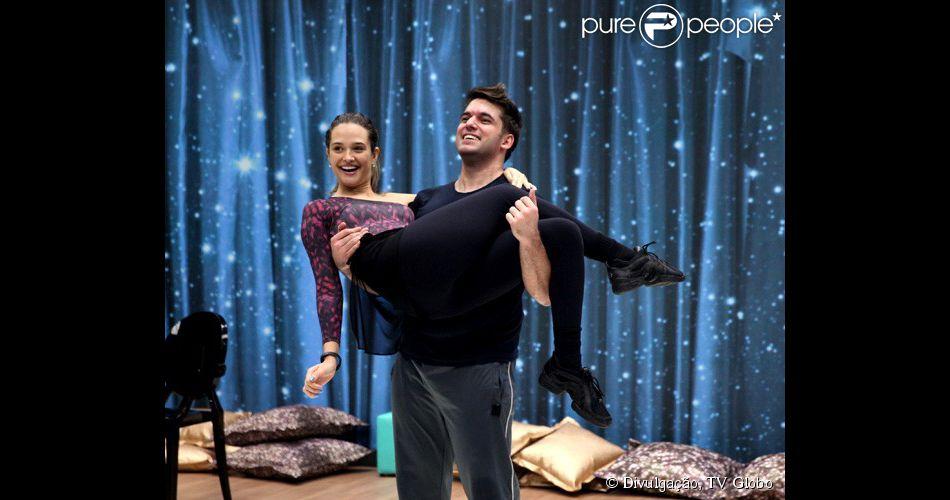Juliana Paiva voltou a ensaiar para o quadro 'Dança dos Famosos', do 'Domingão do Faustão', mas dessa vez com um novo professor: Átila Amaral