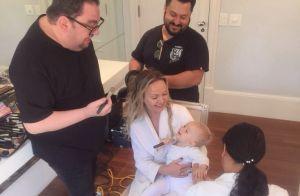 Eliana tem dia de beleza e mostra filha com pincel de maquiagem: 'Pegando dicas'