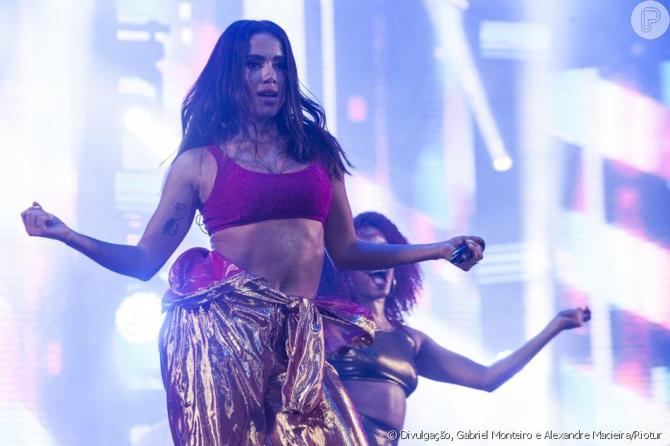 5b4d58cebdcea Anitta se apresentou pela primeira vez no palco do Réveillon de Copacabana, no  Rio de