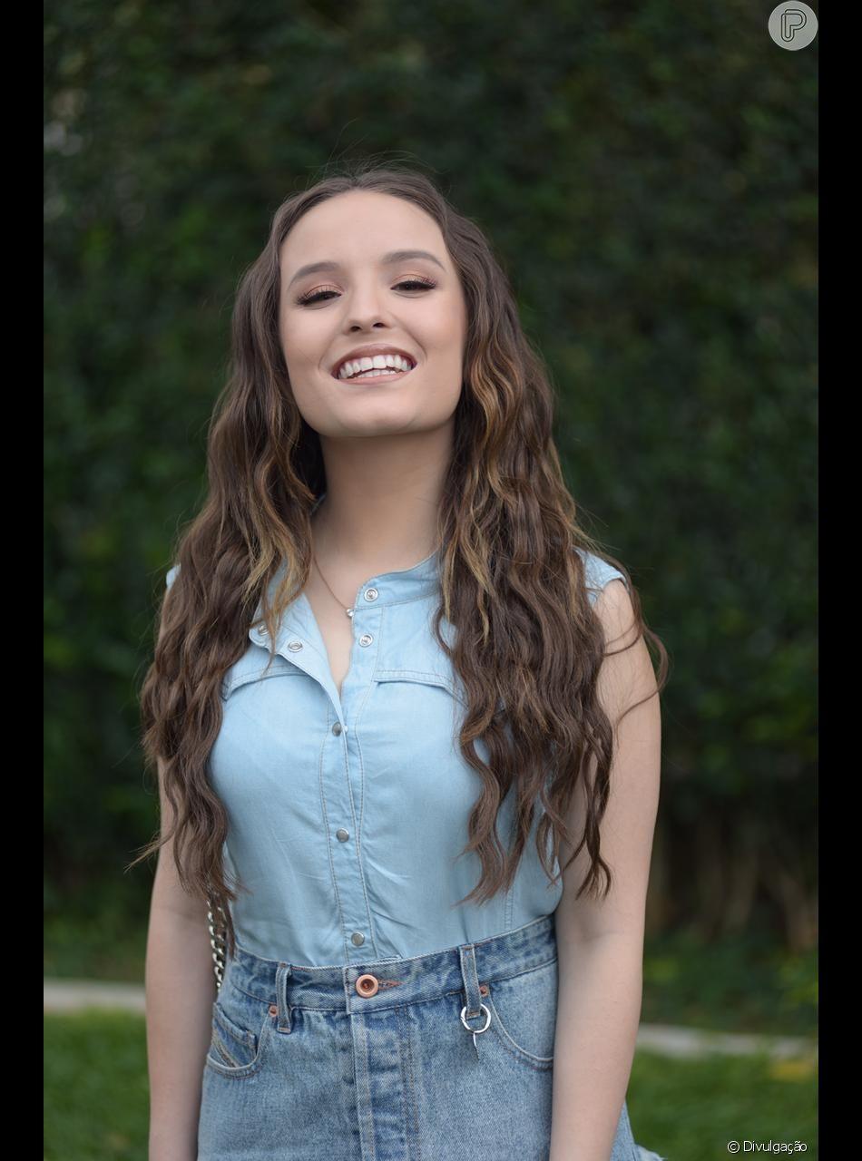 Apesar de ter o cabelo longo, Larissa Manoela adotou mais comprimento aos  fios no fim do novembro de 2018 b7d30ad463