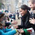 Meghan Markle impressionou ao dar autógrafo em um compromisso antes do casamento com príncipe Harry