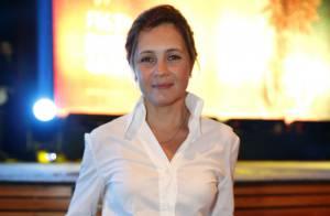 Adriana Esteves está no elenco da série 'Felizes para Sempre', da TV Globo