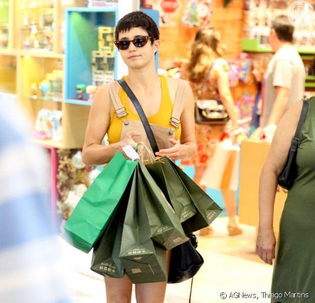Nanda Costa faz compras de Natal com Lan Lanh em lojas do Rio de Janeiro, em 22 de dezembro de 2018