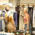 Nanda Costa e Lan Lanh vão às compras, no Rio