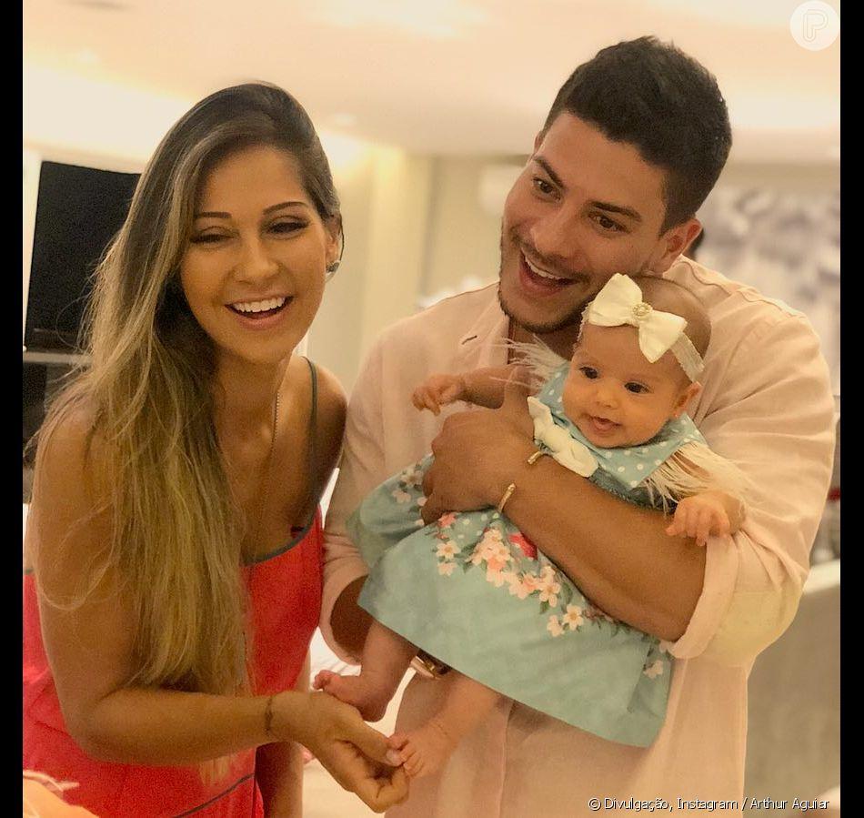 Arthur Aguiar mostrou o rosto da filha, Sophia, pela primeira vez nesta terça-feira, 25 de dezembro de 2018