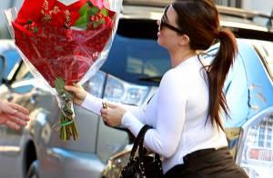Grávida, Kim Kardashian ganha buquê de flores de Kanye West no Dia dos Namorados