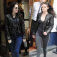 Kristen Stewart tem na sua jaqueta preta uma peça-xodó. A atriz a repete com diferentes combinações