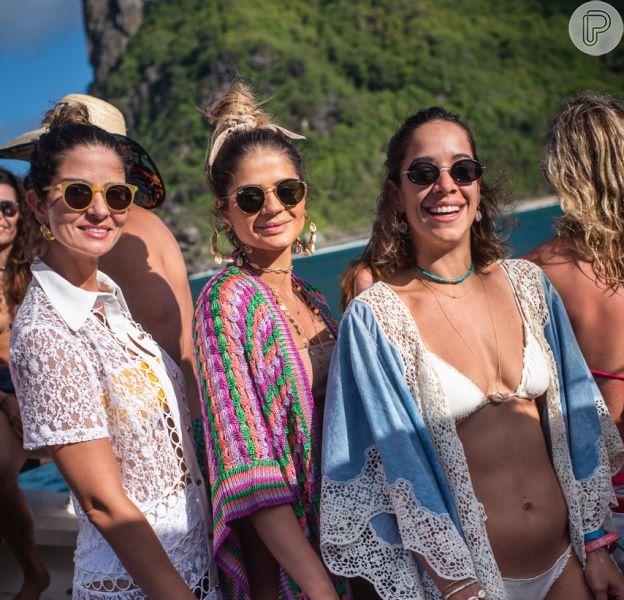 Retrô no beachwear! Andrea Accioly, Thassia Naves e Renata Barroca escolheram o óculos de sol com lentes arredondadas no Beefeater Pink Boat, o passeio de barco que aconteceu em Noronha