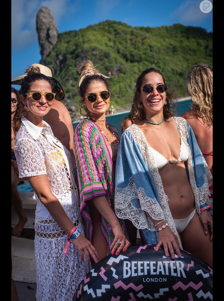 3ef9def0ca98d Retrô no beachwear! Andrea Accioly, Thassia Naves e Renata Barroca  escolheram o óculos de