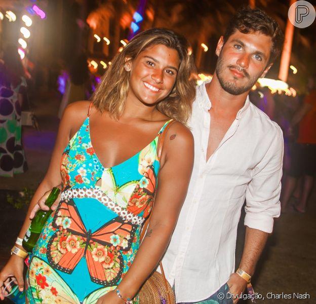 Giulia Costa elogiou Philippe Correia ao postar fotos com o DJ em Pernambuco e fãs comemoraram: 'Felicidades ao casal!'