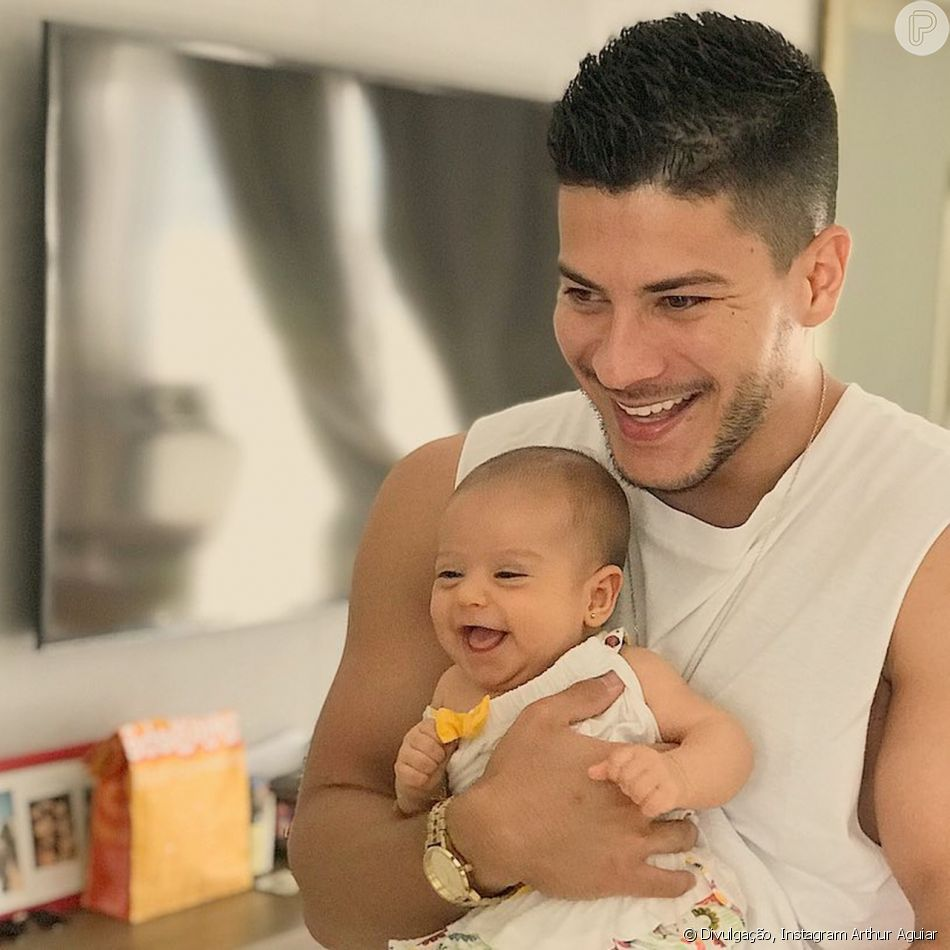 Sophia esbanjou fofura em foto com o pai, Arthur Aguiar: 'Sorriso gostoso'