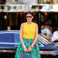 A saia florida pode aparecer no verão combinando com peças de outras cores para um mood leve