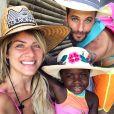 Bruno Gagliasso, Giovanna Ewbank e Títi curtiram fim de semana de sol em Búzios com seus cachorros