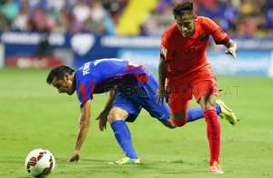 Neymar faz gol na vitória do Barcelona, mas deixa o campo com dores no tornozelo