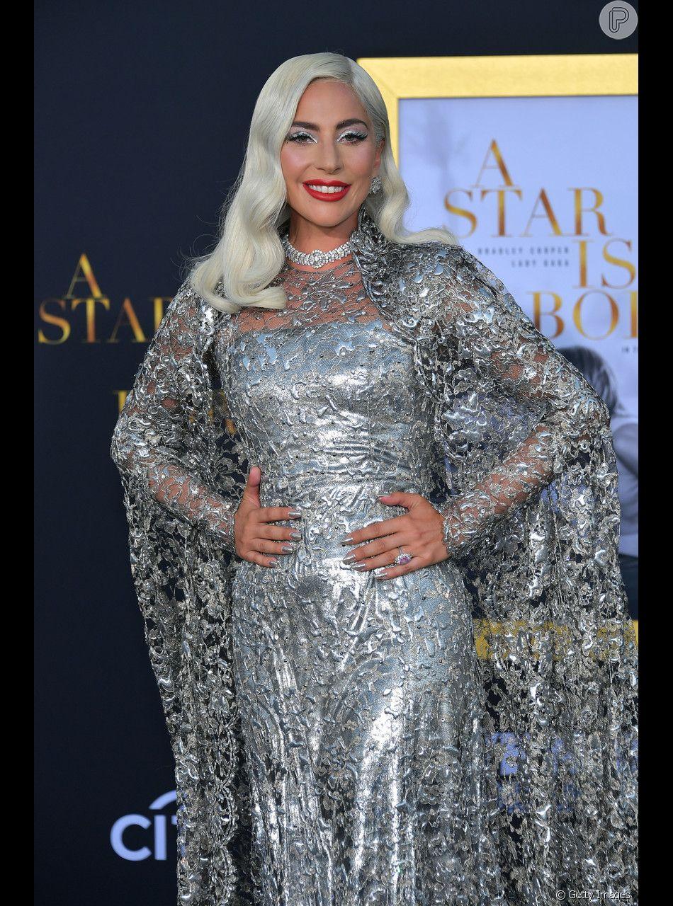 """Lady Gaga canrou """"Shallow"""", canção de """"Nasce uma Estrela, ao lado de Bradley Cooper, seu colega de elenco e diretor do longa."""