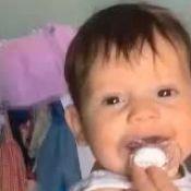 Paizão! Wesley Safadão faz cócegas e se diverte com o filho Dom: 'Ele é sério'