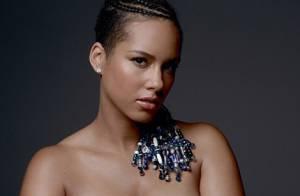 Alicia Keys exibe barriga de gravidez do segundo filho em campanha pela paz