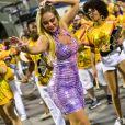 Ellen Rocche exibe corpão em vestido justo em ensaio para o Carnaval 2019