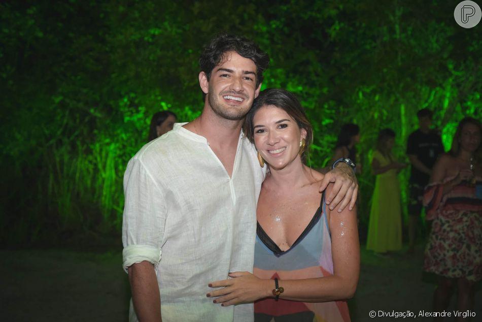 Alexandre Pato visitou a namorada, Rebeca Abravanel, na gravação do 'Roda a Roda', programa apresentado pela jovem, no final de semana