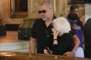 Famosos se despedem emocionados em velório de Bibi Ferreira no Theatro Municipal