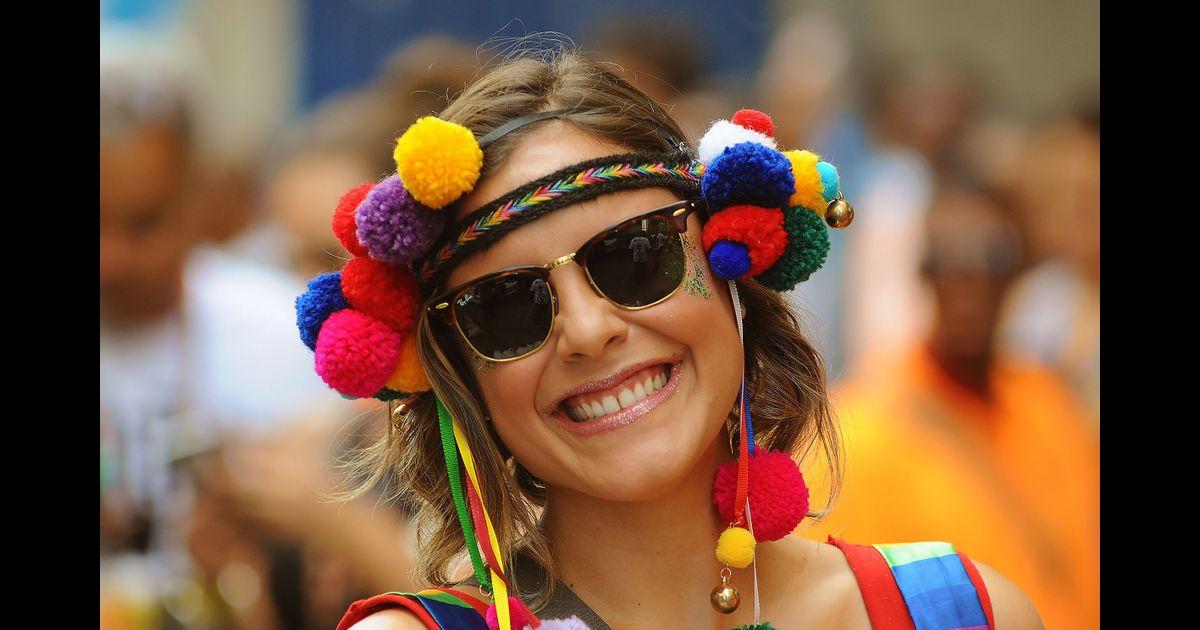 adfc5c337 Pele linda no Carnaval: 10 dicas de dermatologista para evitar manchas de  sol e oleosidade - Purepeople