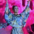 Claudia Leitte apostou em vestido com mix de estampa em animal print para show
