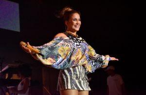 Grávida, Claudia Leitte elege look com mix de animal print ao agitar bloco em PE