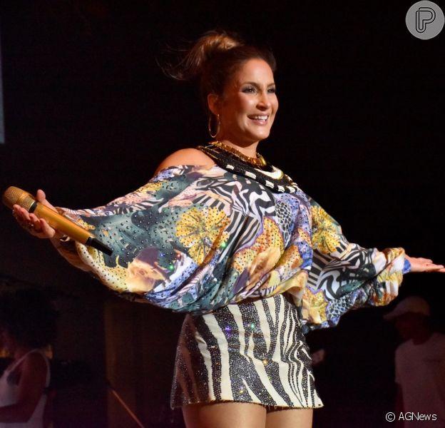 Claudia Leitte agitou os foliões em Pernambuco e comandou o pré-Carnaval do Bloco Bicaldinhos nesta sexta-feira, 22 de fevereiro de 2019