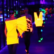 Os looks neon e as maquiagens metalizadas das grifes na Paris Fashion Week