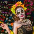 Para o curtir o Carnaval e continuar com a pele boa é muito importante usar o protetor solar antes de fazer a maquiagem