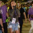 Bruna Marquezine se emocionou durante o desfile da Mangueira na Avenida no carnaval do Rio de Janeiro neste sábado, 9 de março de 2019