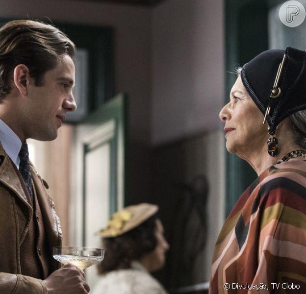 Hildegard (Irene Ravache) ajuda o filho, Danilo (Rafael Cardoso), a provar sua inocência e aceita o relacionamento do pintor com Júlia (Vitória Strada) na reta final da novela 'Espelho da Vida'