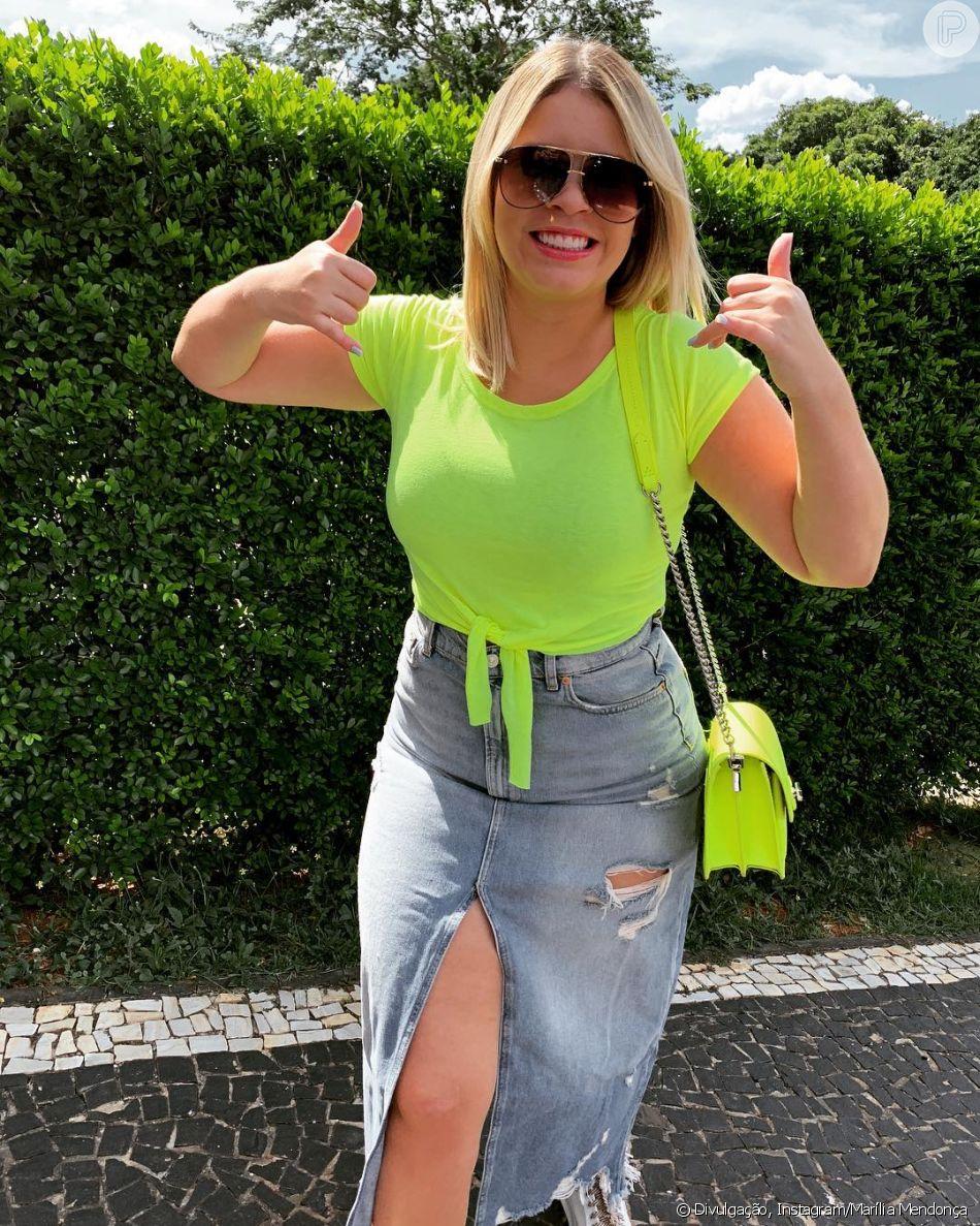 Marília Mendonça investe em look neon e segue tendência de moda. Artista postou uma foto em seu Instagram em 16 de março de 2019