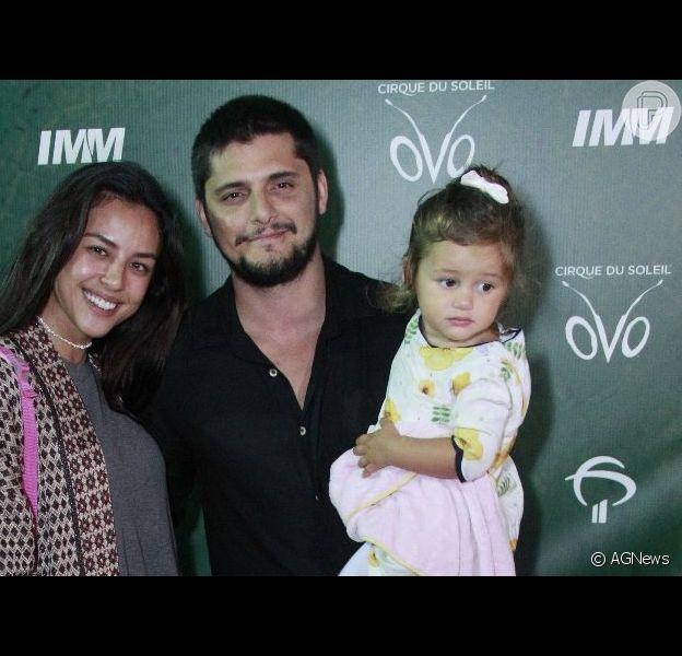 Yanna Lavigne e Bruno Gissoni posaram com a filha, Madalena, no espetáculo 'OVO', do Cirque du Soleil, no Rio de Janeiro, nesta quinta-feira, 22 de março de 2019