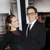 Robert Downey Jr. faz poses com a mulher grávida em première do filme 'O Juiz'