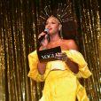 Baile da Vogue: Sheron Menezes apostou no amarelo para reluzir no palco do tradicional baile de gata