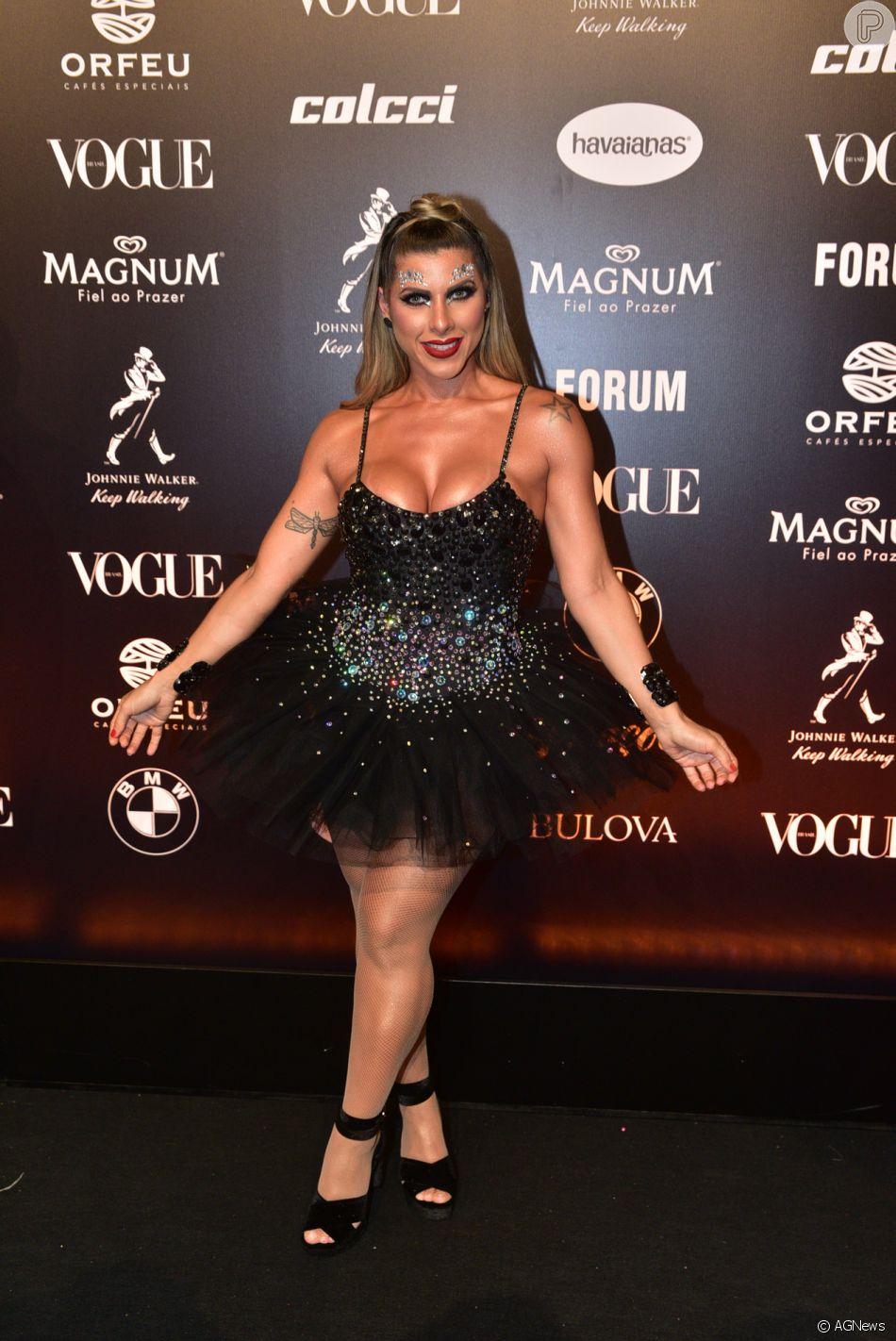 406cb122125c6 Baile da Vogue  Ana Paula Minerato foi com vestido brilhos com saia de tule  volumosa