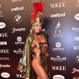 Baile da Vogue: mais detalhes do look de Jéssica Rodrigues com fenda gigantesca e peças tapando apenas as partes íntimas. Muita ousadia