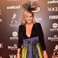 Baile da Vogue: Monica Salgado com vestido em tons contrastantes