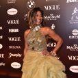 Baile da Vogue: Com highlights no cabelo, Gloria Maria exibiu vestido com pedrarias e saia volumosa