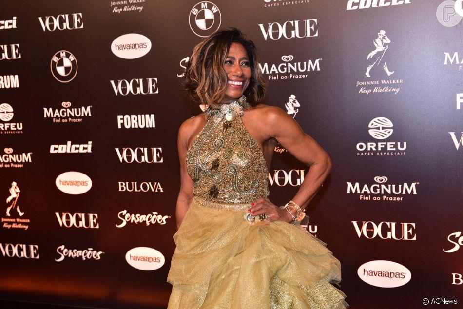 f769450519cc9 Baile da Vogue  Com highlights no cabelo