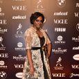 Baile da Vogue: Maxi colete de renda deu ilusão de segunda peça em vestido preto transparente de Joyce Ribeiro