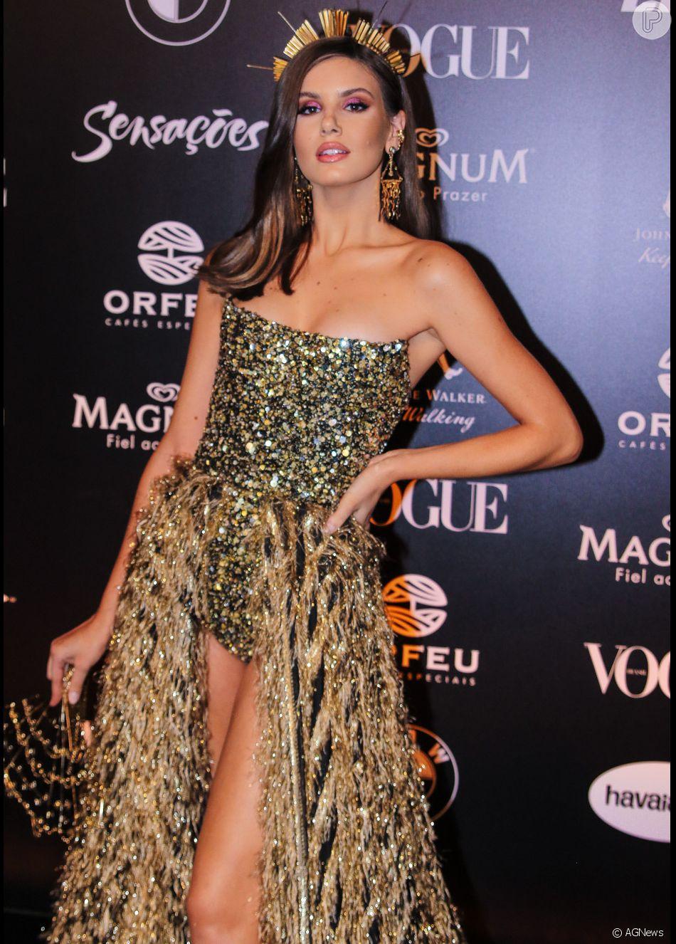 6367f8b99d02b Baile da Vogue  Detalhes do look de Camila Queiroz