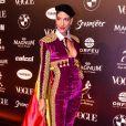 Baile da Vogue: Schynaider Moura escolheu uma jumpsuit wet velvet para se destacar no meio dos tecidos cheios de bordado