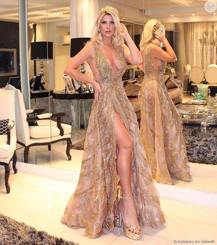 1f8a8f12d Baile da Vogue: Vestido longo de Iris Stefanelli tinha decote profundo e  fenda gigante na lateral, além da transparência com brilho no tecido