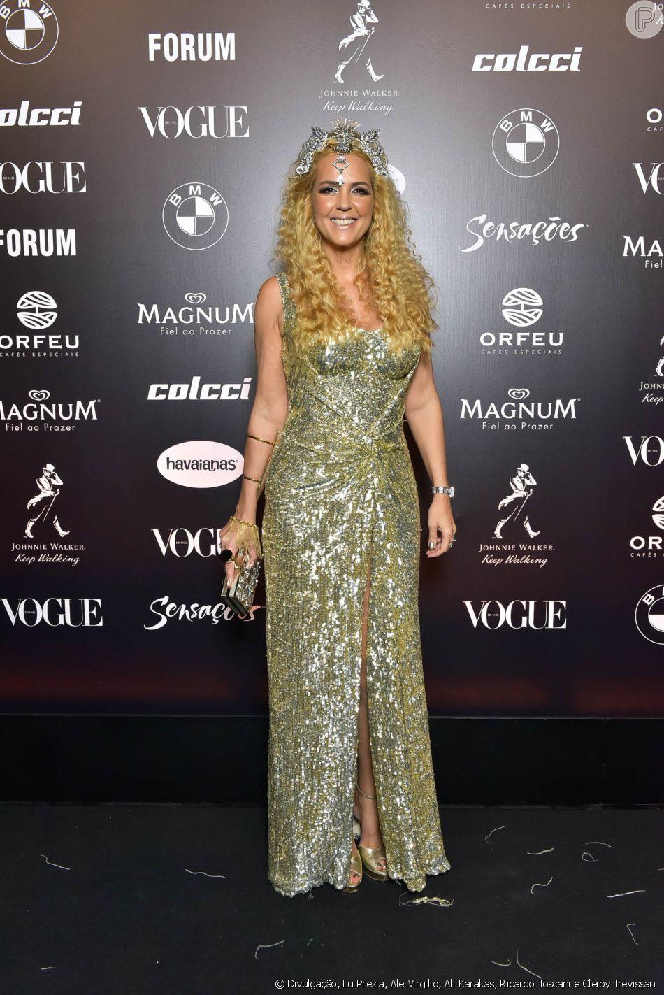 e894d7ce48a77 Baile da Vogue  Alexandra Fructuoso escolheu um longo todo bordado em  dourado