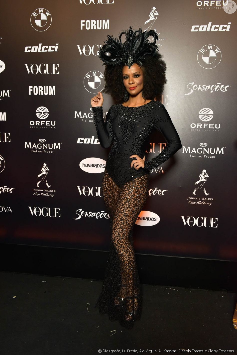 f459237e015b7 Baile da Vogue  Mariana Rodrigues de body bordado e e muita transparência  no look