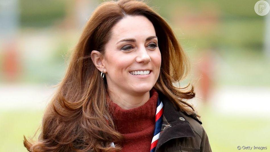 Kate Middleton aposta em suéter baratinho em look ao ar livre