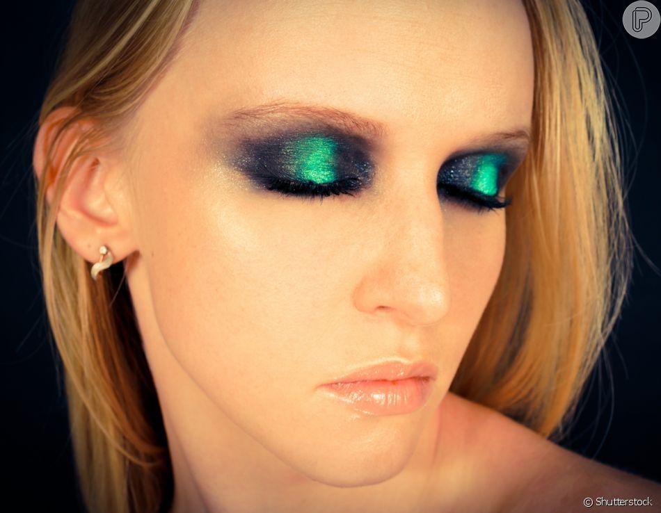 Maquiagem para o Lollapalooza: muito metalizado e esfumado puxado para o canto externo dos olhos é sucesso no look para festivais