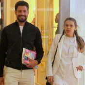 Cauã Reymond explica afastamento das novelas: 'Mais perto da filha e mãe'